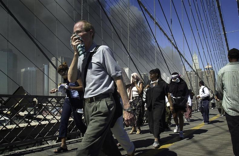 Нью-Йоркийн Брүүклин гүүрэн дээрх нөхцөл байдал