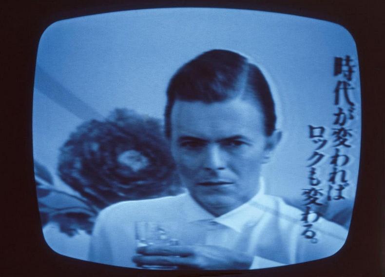 Алдарт дуучин Давид Боуи Японд зурагтаар гарч буй нь- 1980 он