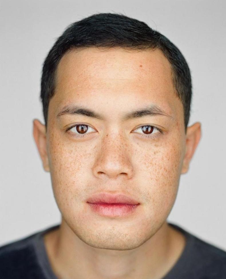 Камерон Бенжамин - 22 настай, Лос Анжелес, Калифорниа.