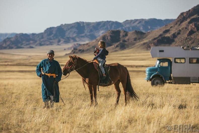 Монголын хээр талд