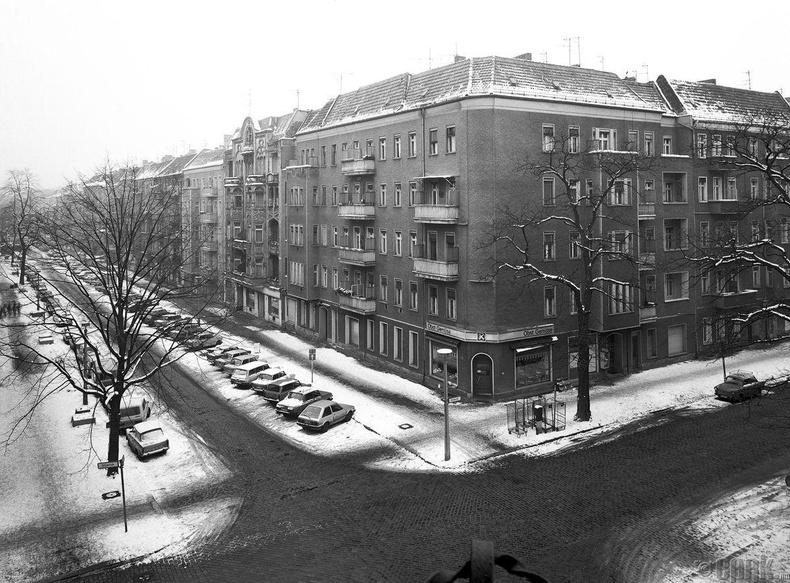 """""""Hufelandstrasse"""" гудамжны булан"""
