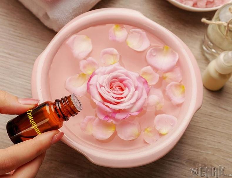 Глицерин болон сарнай цэцгийн усаар маск хийгээрэй