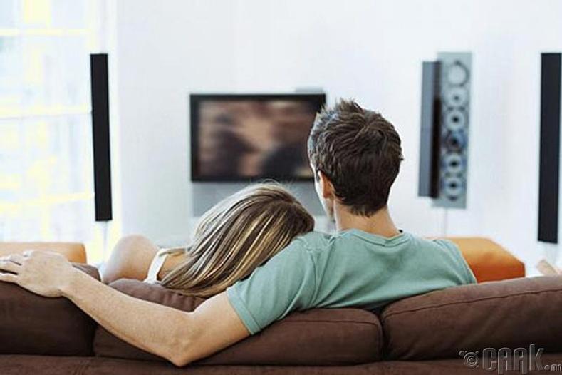 Яагаад зурагт үзэж байгаад унтчихсан байдаг мөртлөө орондоо ороод хэвтмэгц нойр хүрэхээ больчихдог юм бол?