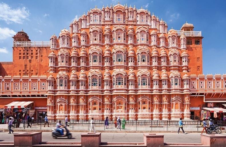 """950 цонхтой, ганц ч шатгүй Энэтхэгийн """"Салхины ордон"""""""
