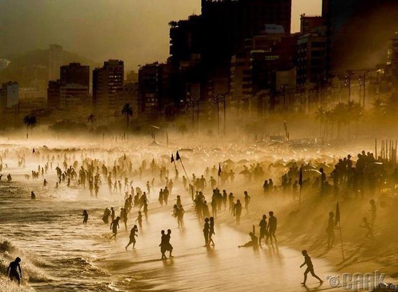 Рио Де Жанеро хот - Гэрэл зурагчин Сандра Саттанио Адорно (Sandra Cattaneo Adorno)