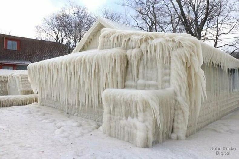"""Гол, нуурын ойролцоо амьдардаг хүмүүс """"мөсөн шуурга""""-ны дараа"""