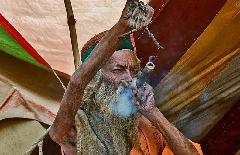 40 жилийн турш гараа огт буулгаагүй Энэтхэг лам