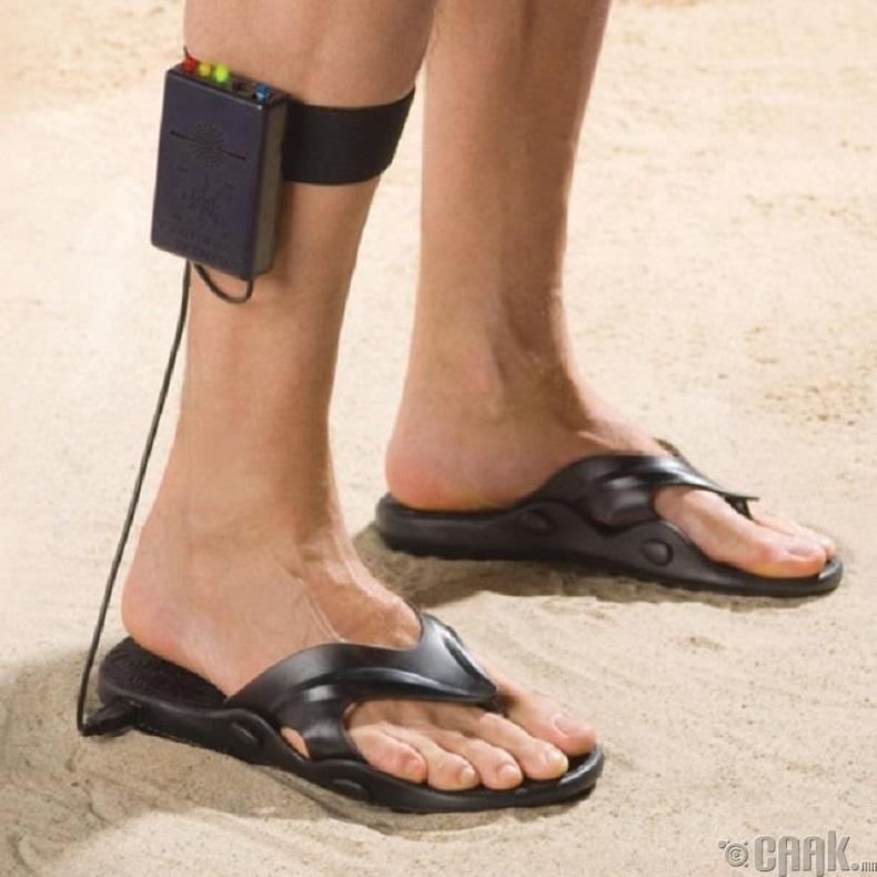 Метал илрүүлэгчтэй гутал