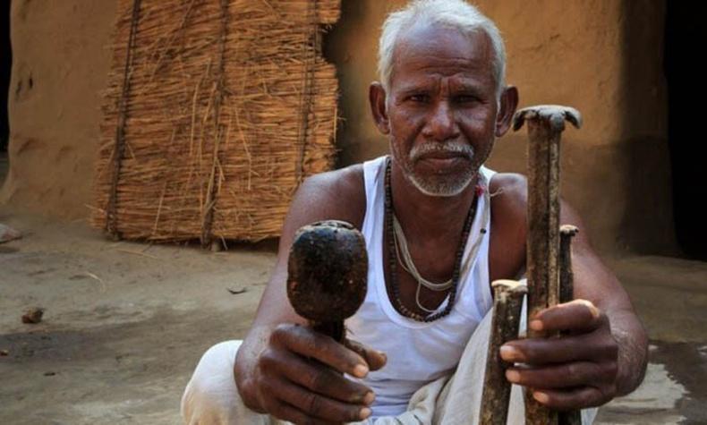 22 жилийн турш ганцаараа уул нүхлэсэн эр Энэтхэгийн үндэсний баатар болсон нь