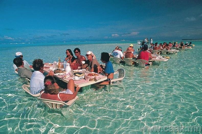 Бора-Бора дахь далайн ресторан.