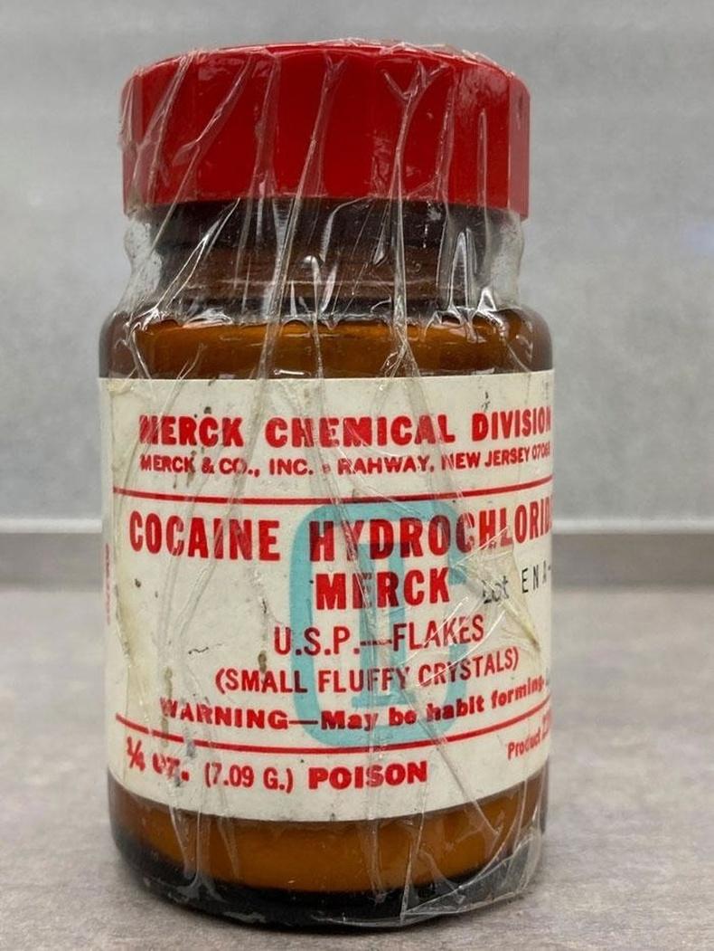 Гэрийнхээ эмийн сангаас нэн хуучны кокаин олсон нь