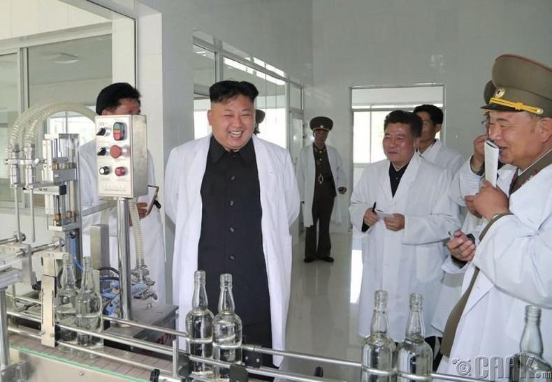 Пхеньян дахь Рёнмун архины үйлдвэрт, 2014 оны 5 сарын 18