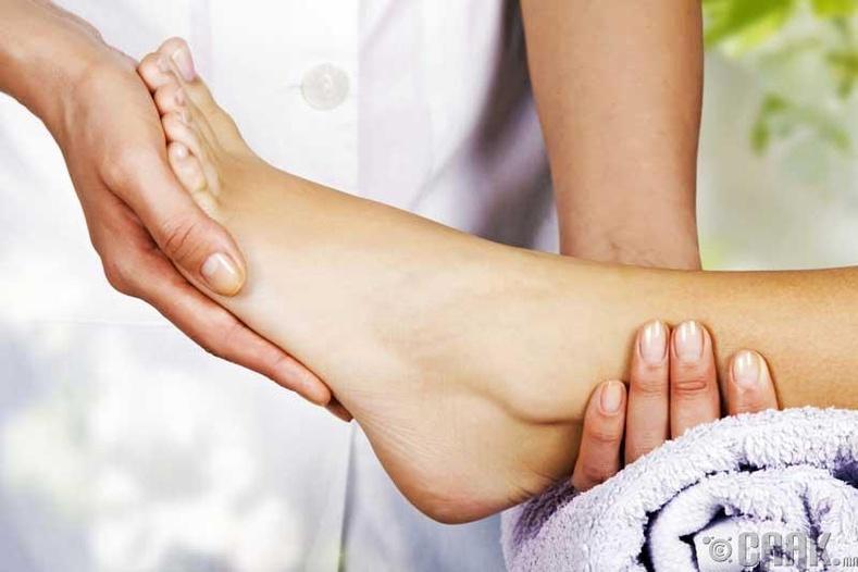 Хэрвээ хөлийн өсгий хуурайшиж эхэлсэн бол ямар арга хэмжээ авах вэ?
