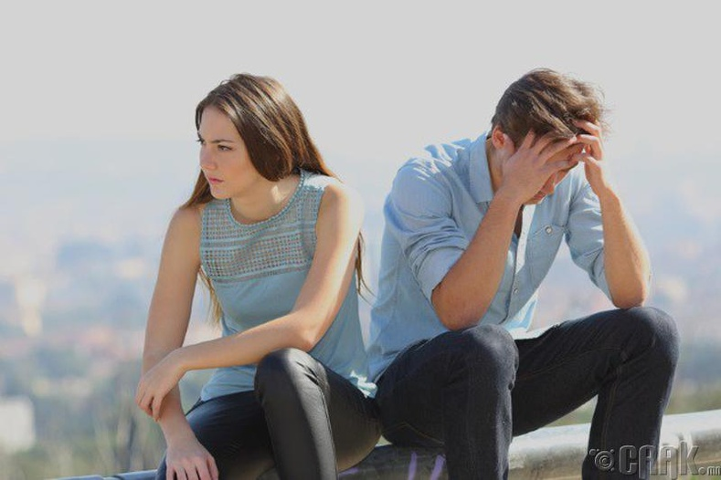 Харилцаанд муугаар нөлөөлөх нь бий