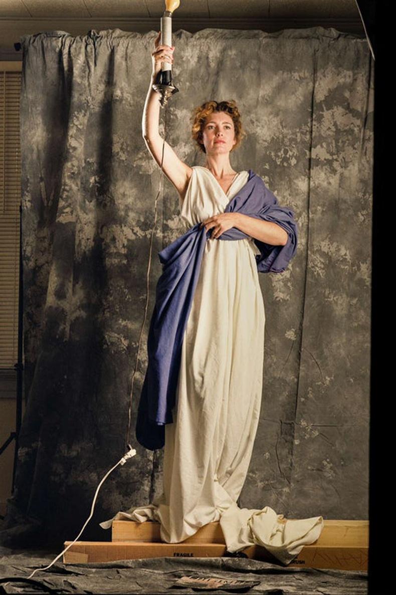 28 настай Женни Жозеф Columbia Pictures-ийн логог бүтээх зураг авалтын үеэр. 1992