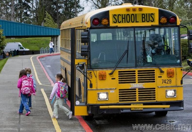 Автобусанд амьдардаг хүүхдүүд