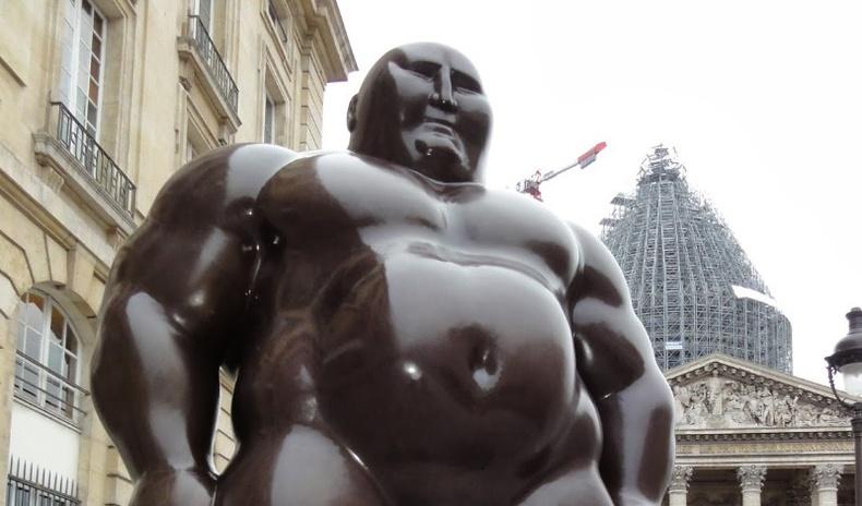 Парисын дурсгалын ордны өмнө байдаг Монгол эрийн хөшөө ямар учиртай вэ?