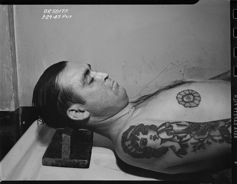 Морг доторх алуулсан хохирогч, 1945
