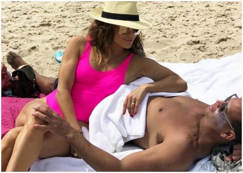 Дуучин Женнифер Лопез (Jennifer Lopez) шинэ найз залуутай болсон