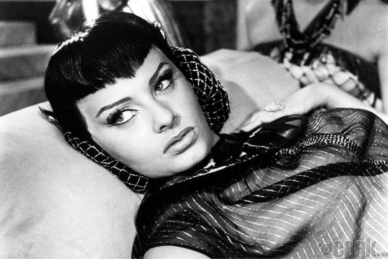 Софиа Лорен (Sophia Loren) - Two Nights with Cleopatra (1954)