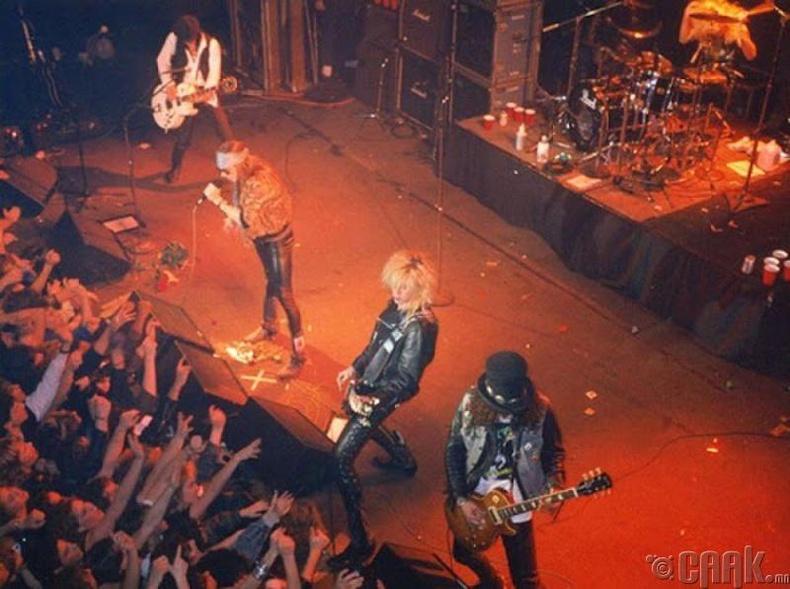 Guns N' Roses. 1988