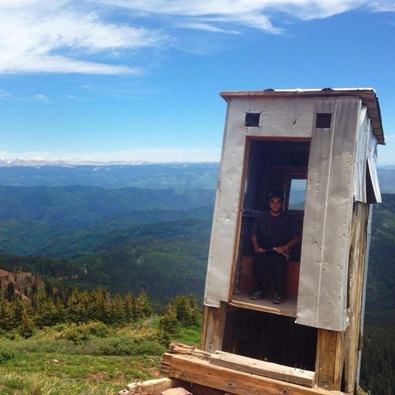 """""""АНУ-ын Колорадо мужийн уулан дээрх жорлон """" - Танил харагдаад байна уу даа?"""