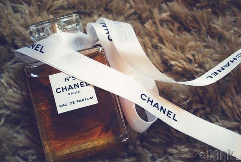 """""""Chanel 5"""" үнэртэй ус (нэг литр нь 7000$)"""
