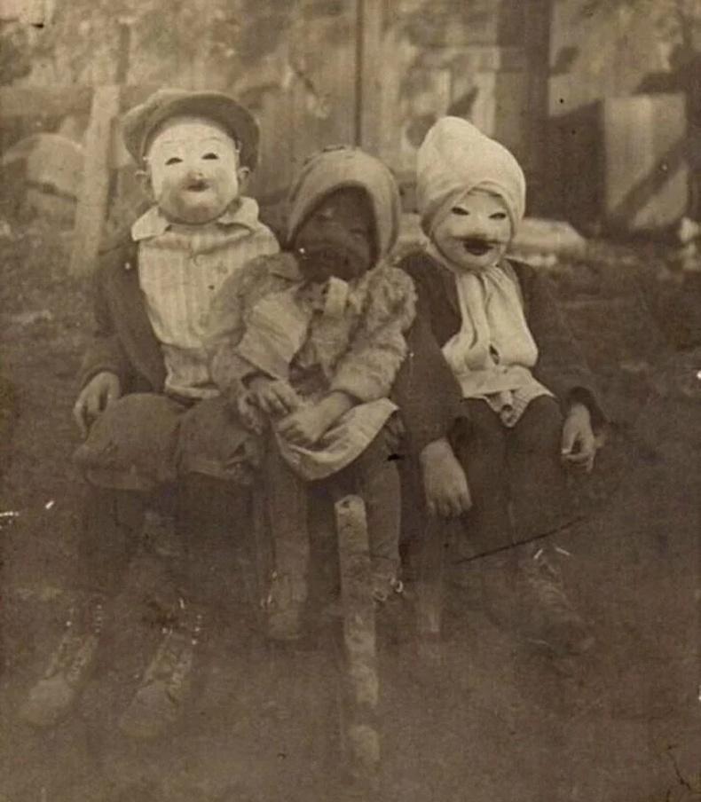 20-р зууны эхэн үеийн Хэллоуины хувцас