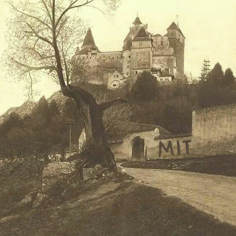 Румын дахь Дракулагийн цайз, 1929