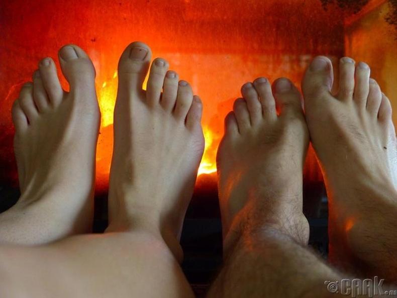 Эмэгтэйчүүдийн хөл яагаад эрчүүдийхээс хүйтэн байдаг вэ?