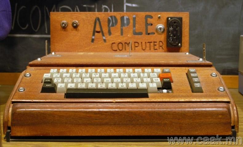 """Apple 1"" компьютер"
