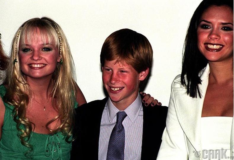 """Хунтайж Харри (Prince Harry) """"Spice Girls"""" хамтлагийнхантай хамт - 1997 он"""