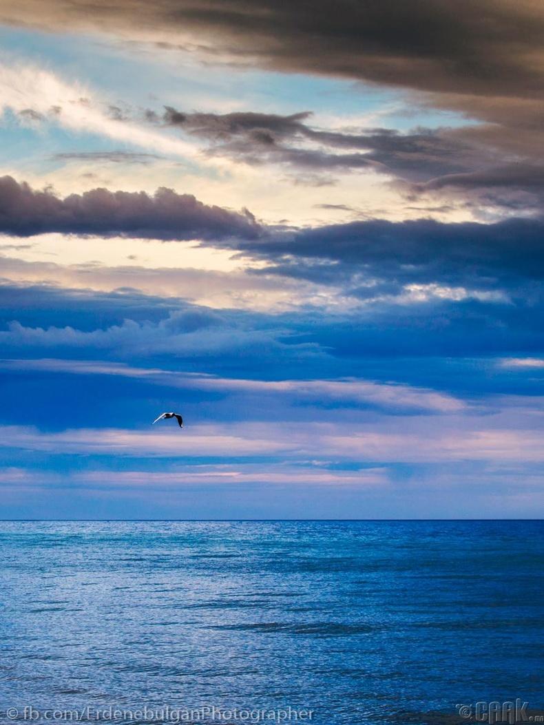 Хязгааргүй мэт харагдах Хөвсгөл далай