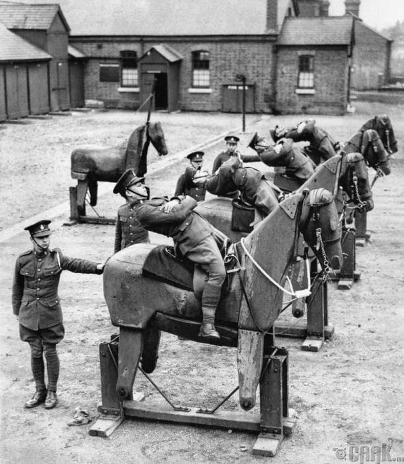 Морин цэргүүдийг бэлтгэж байгаа нь - Англи, 1935 он