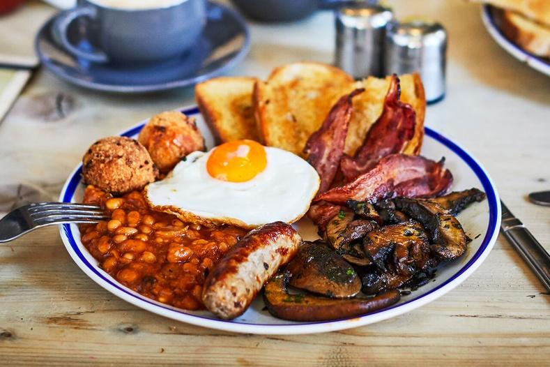 Хэрхэн амттай Англи маягийн өглөөний цай бэлдэх вэ?