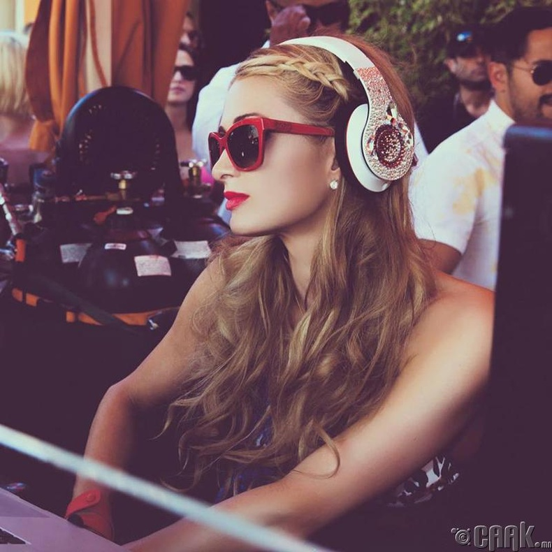 Америкийн DJ Парис Хилтон (Paris Hilton)