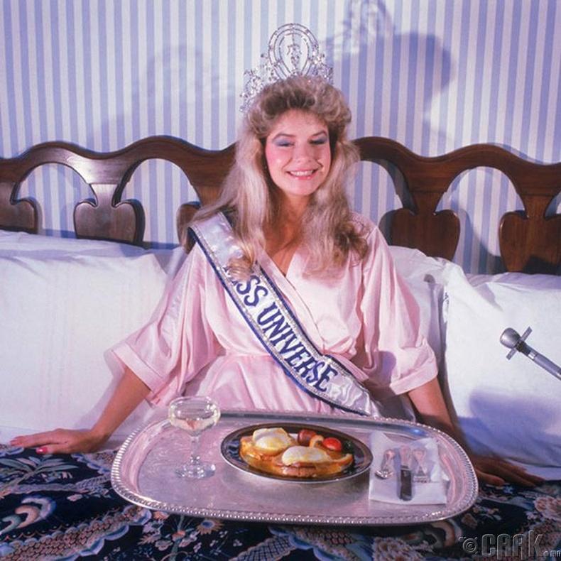 """""""Miss Universe-1983""""-ын ялагч: Шинэ Зеландийн гоо бүсгүй Лоррейн Даунс, 19 настай, 174 см өндөр."""