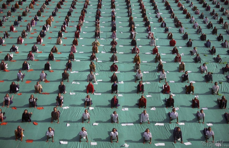 Иог хийж буй хүүхдүүд - Ахмадабад, Энэтхэг