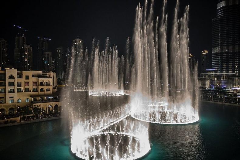 Дубайн бүжиглэдэг усан оргилуур - АНЭУ
