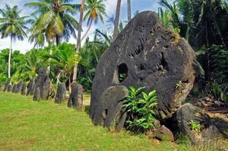 Микронезийн нэгэн арал дээрх чулуунуудыг валют гэж тооцдог