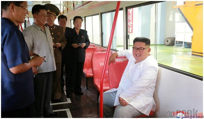 Пхеньян дахь автобусны үйлдвэрт