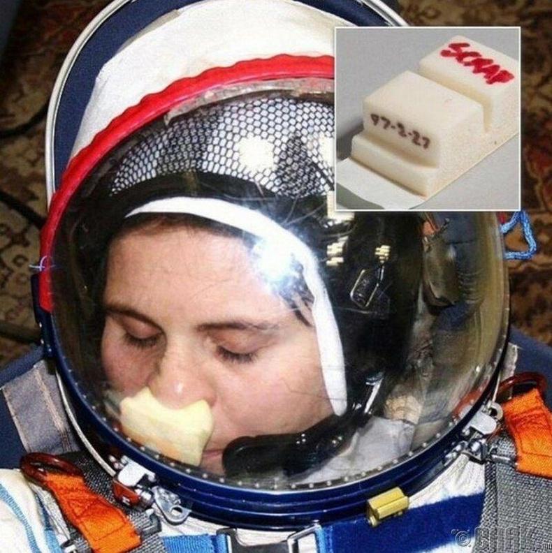 Сансрын нисэгчид зориулсан хамраа маажих зөөлөвч