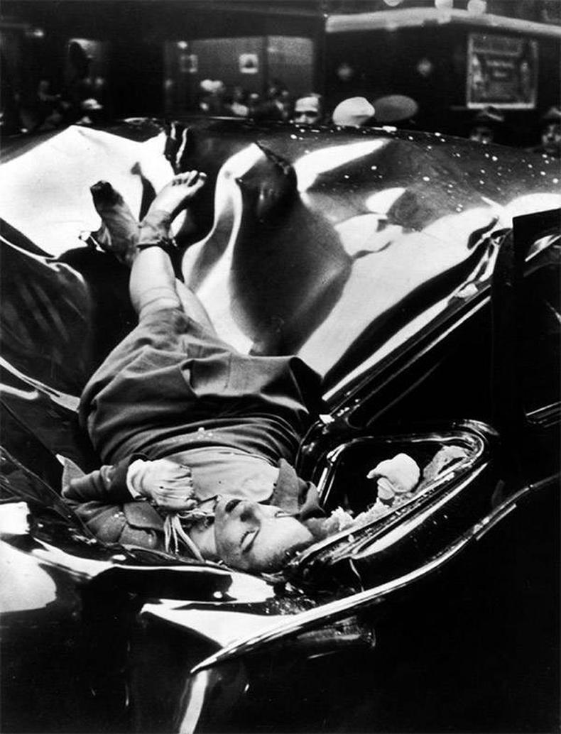"""Нью-Йоркийн """"Empire State Building""""-ийн 86 давхраас үсрэн амиа хорлосон 23 настай Эвелин Макхейл"""