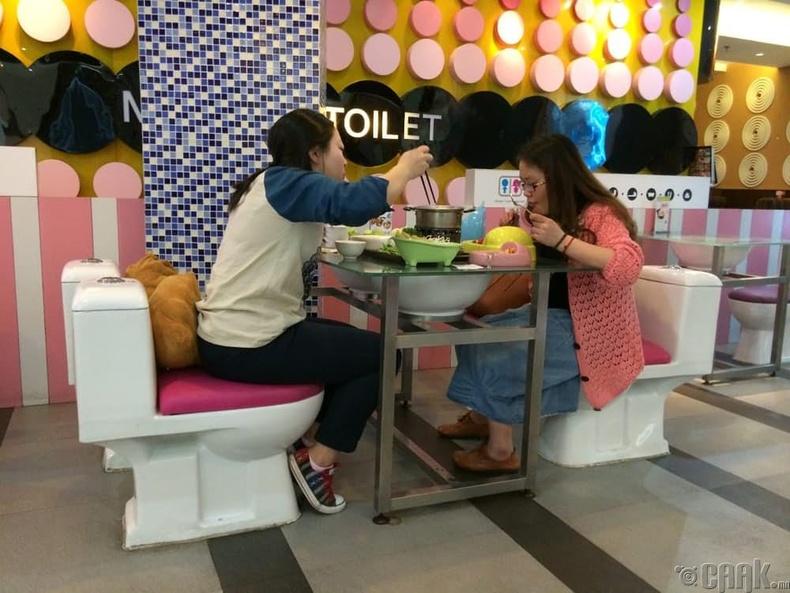 """""""The Bathroom"""" - Орчин үеийн бие засах газар, Тайван"""