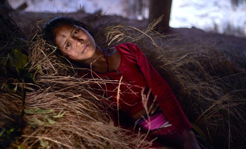 Сарын тэмдэг нь ирсэн эмэгтэйчүүдийг тусгаарлах Непалын харгис уламжлал