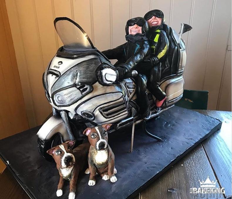 Мотоцикл унадаг хүмүүст зориулсан бялуу