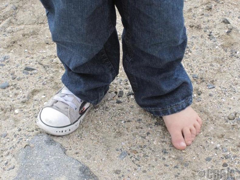Өрөөсөн гутал