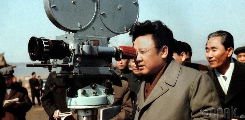 Өмнөд Солонгосын кино найруулагчийг хулгайлж, кино зураг авахуулжээ