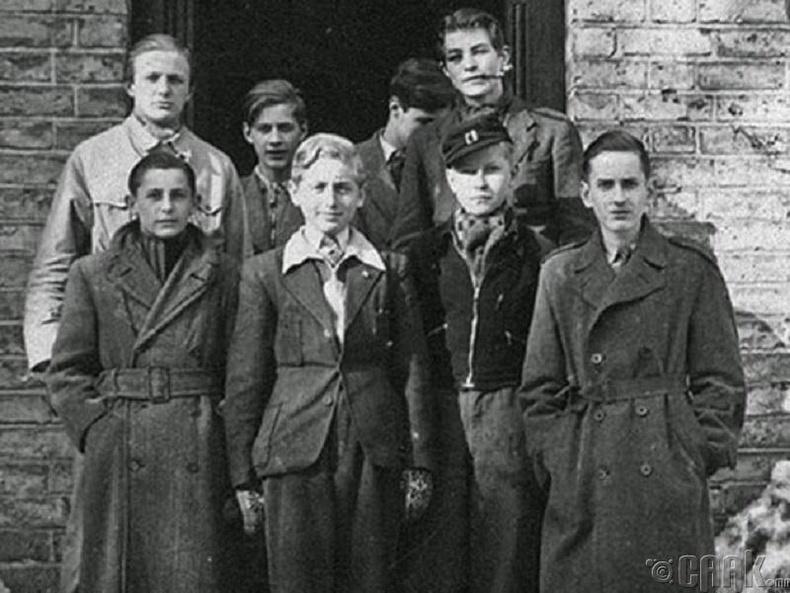 Дани залуусаас бүрдсэн Черчилль бүлэглэл