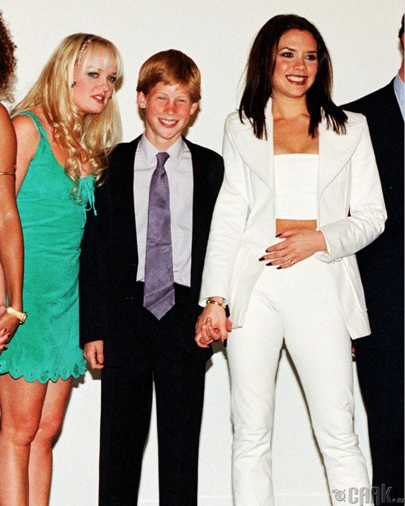"""Ханхүү Харри (Prince Harry) """"Spice girls"""" хамтлагийнхны хамт, 1997 он"""